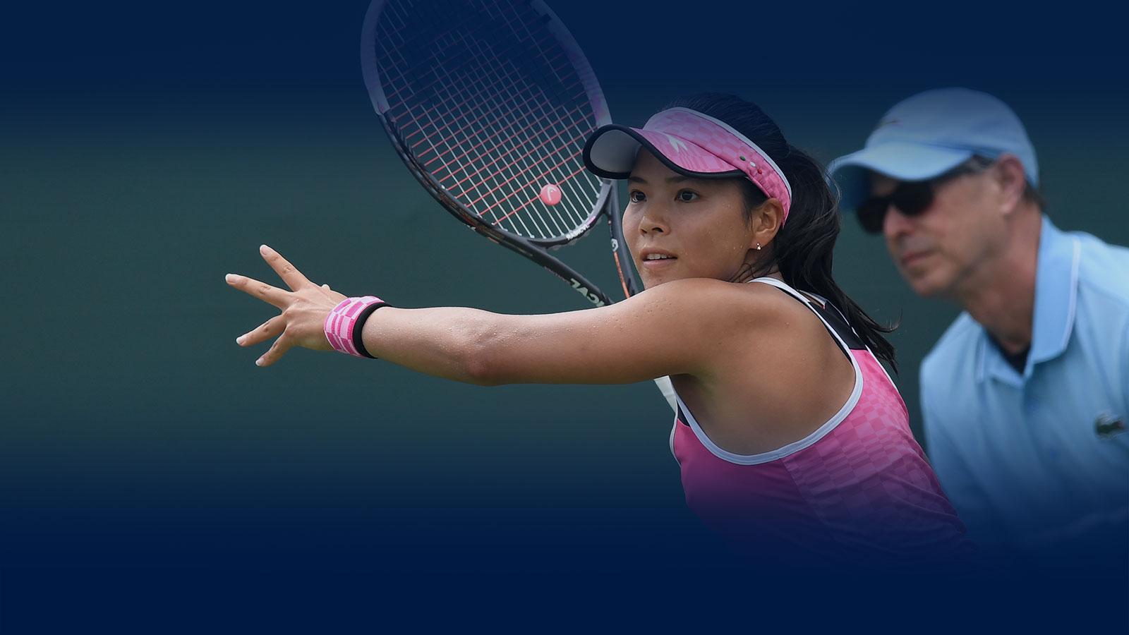 Tennis Banner - Frau bei Wettkampf